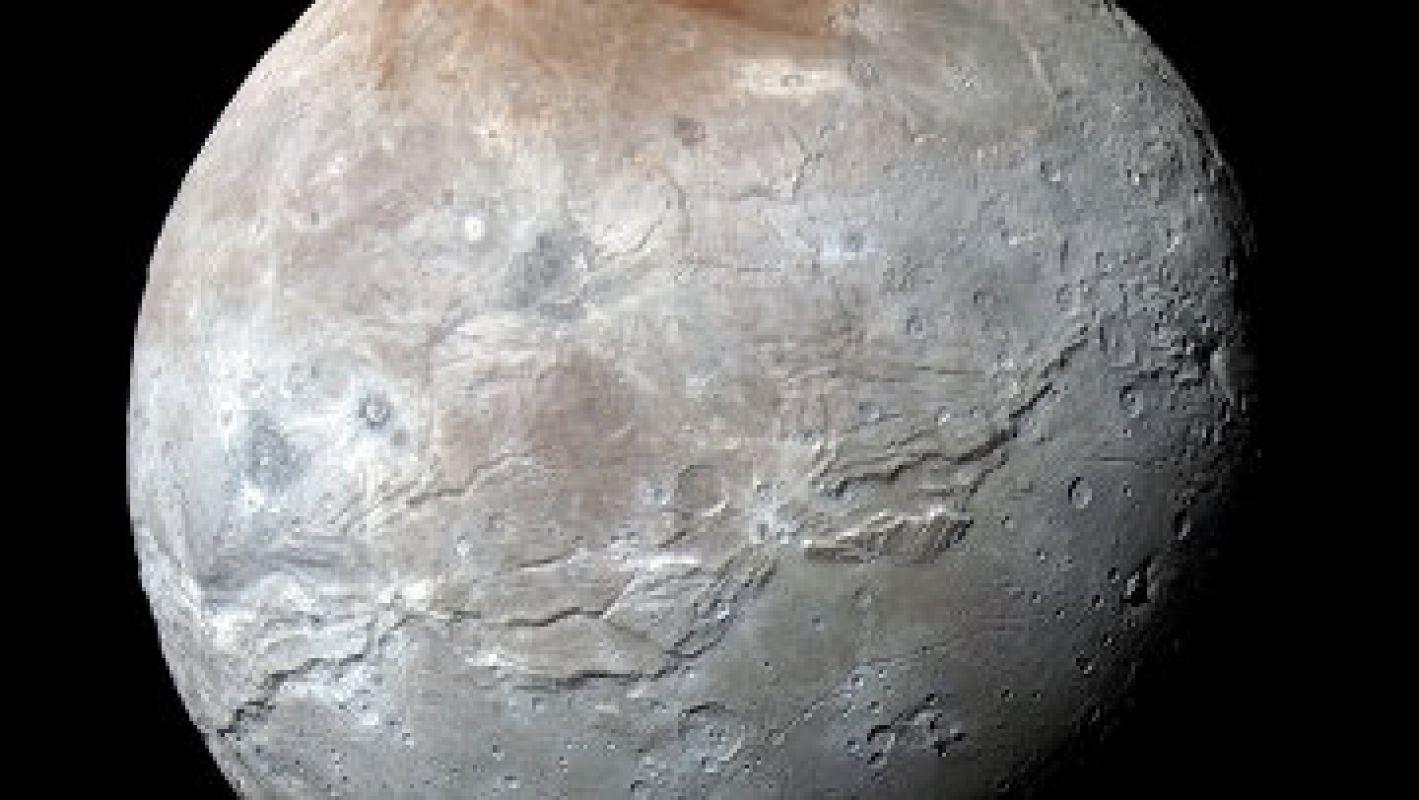Оказывается, небо над Плутоном имеет голубой цвет