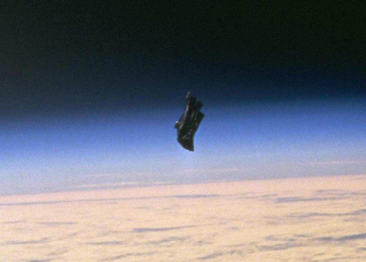 Гигантский НЛО в Солнечной системе. «SOHO» зафиксировала объект в 164 тыс. км.