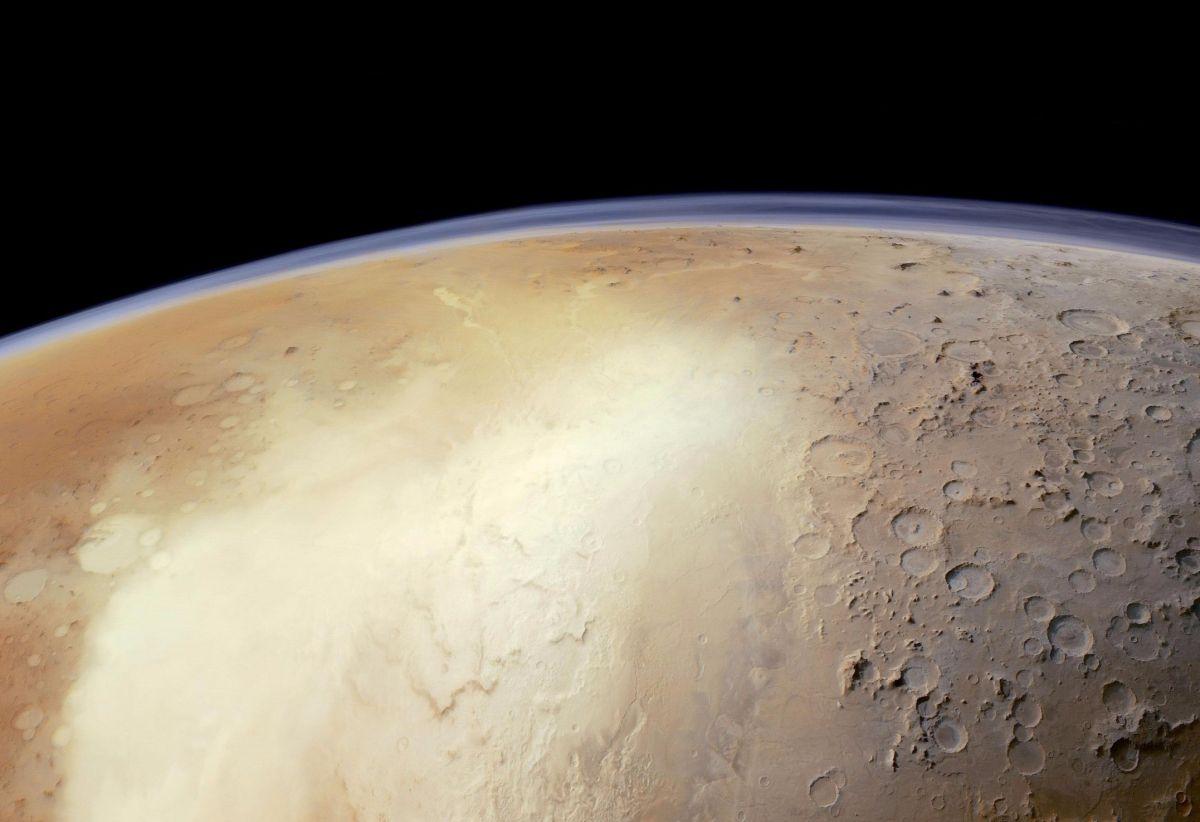 На Марсе найдены десятки древних озер, в которых могли жить живые существа