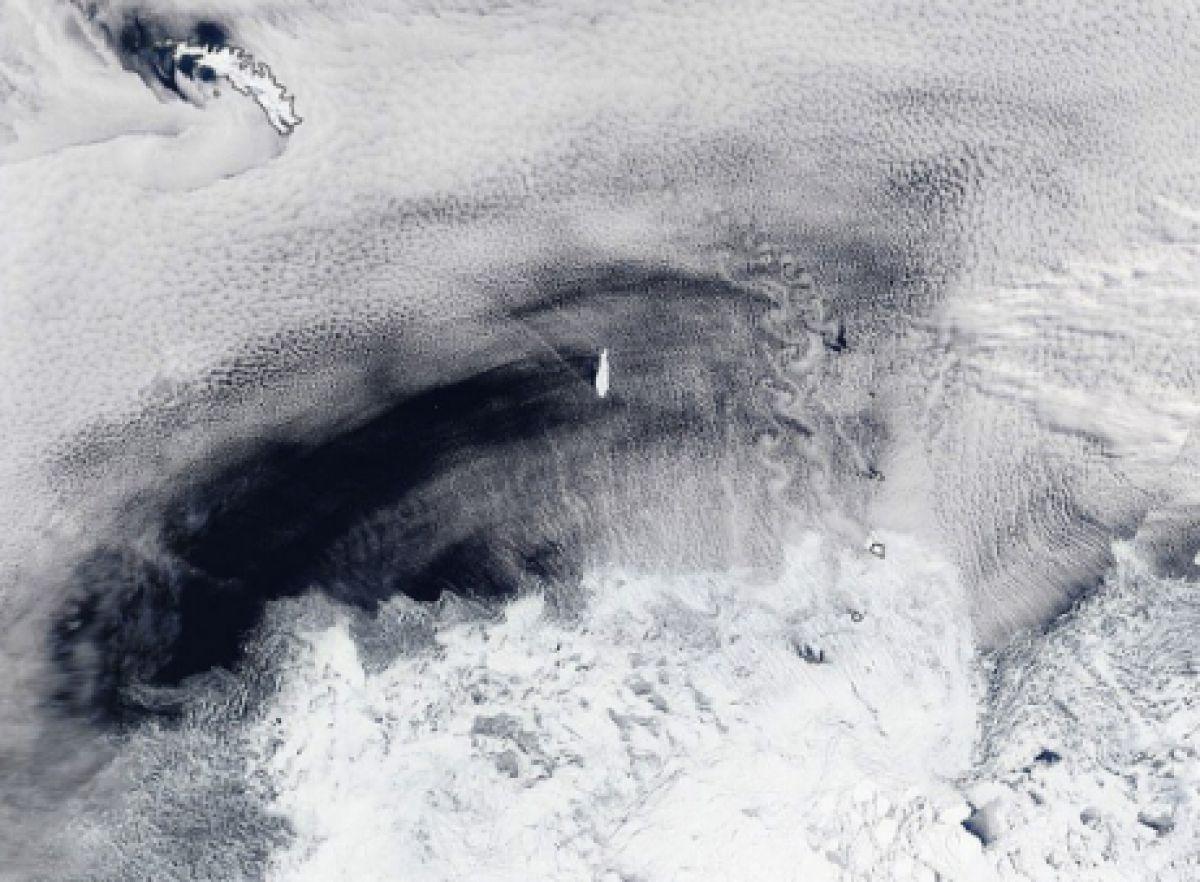 NASA обнаружило в океане гигантский ледяной гроб, плывущий к берегам Южной Америки