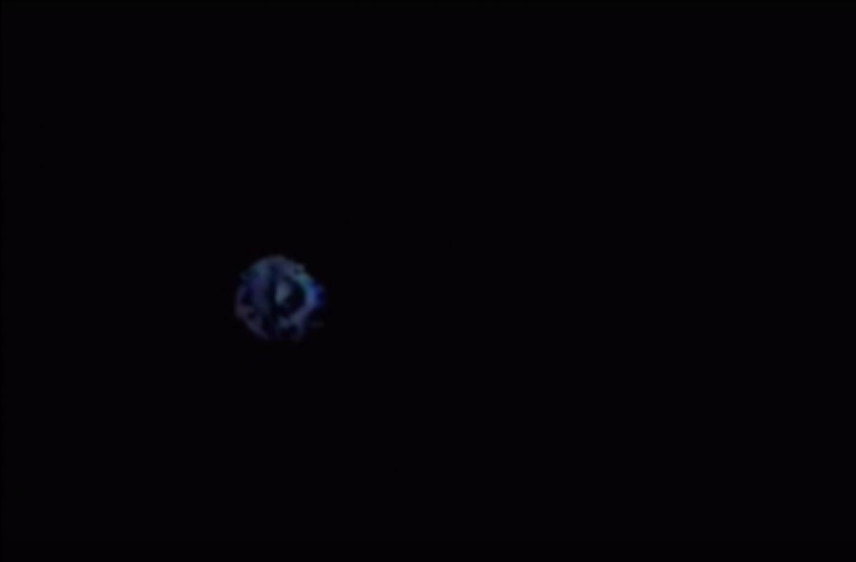 Уфологи: Землянам не даёт покоя один и тот же НЛО, попадающий на видео в разных странах