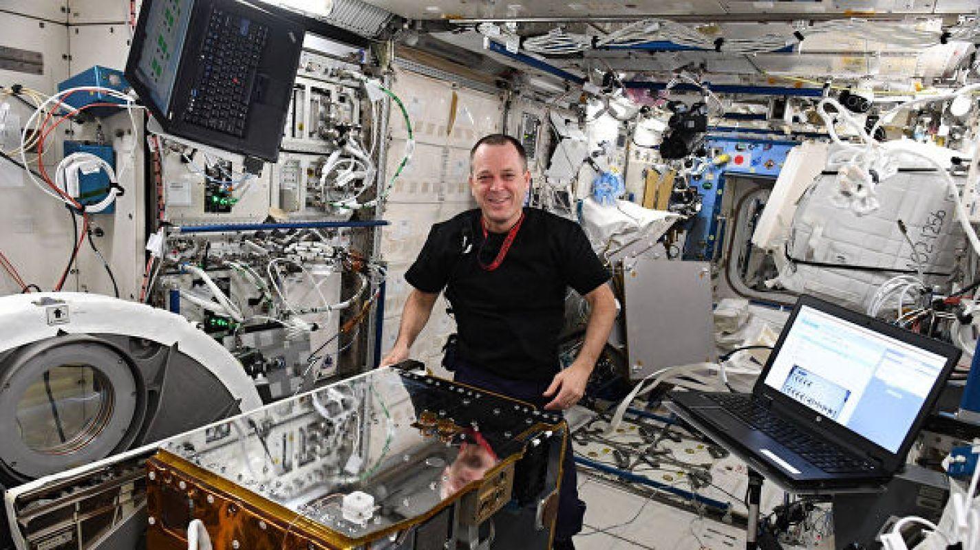 Британский зонд впервые поймал космический мусор при помощи гарпуна
