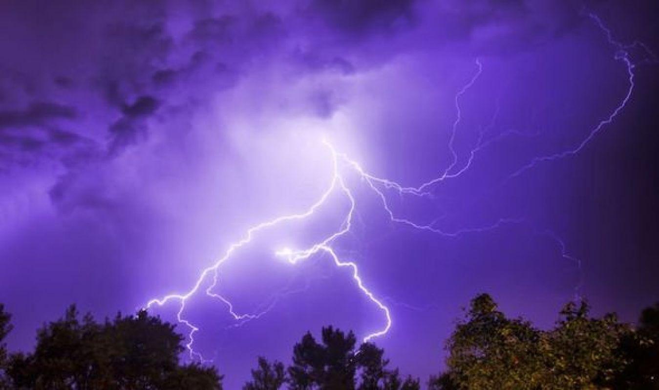 В Англии небесная вспышка шокировала многих и создала проблемы с электричеством