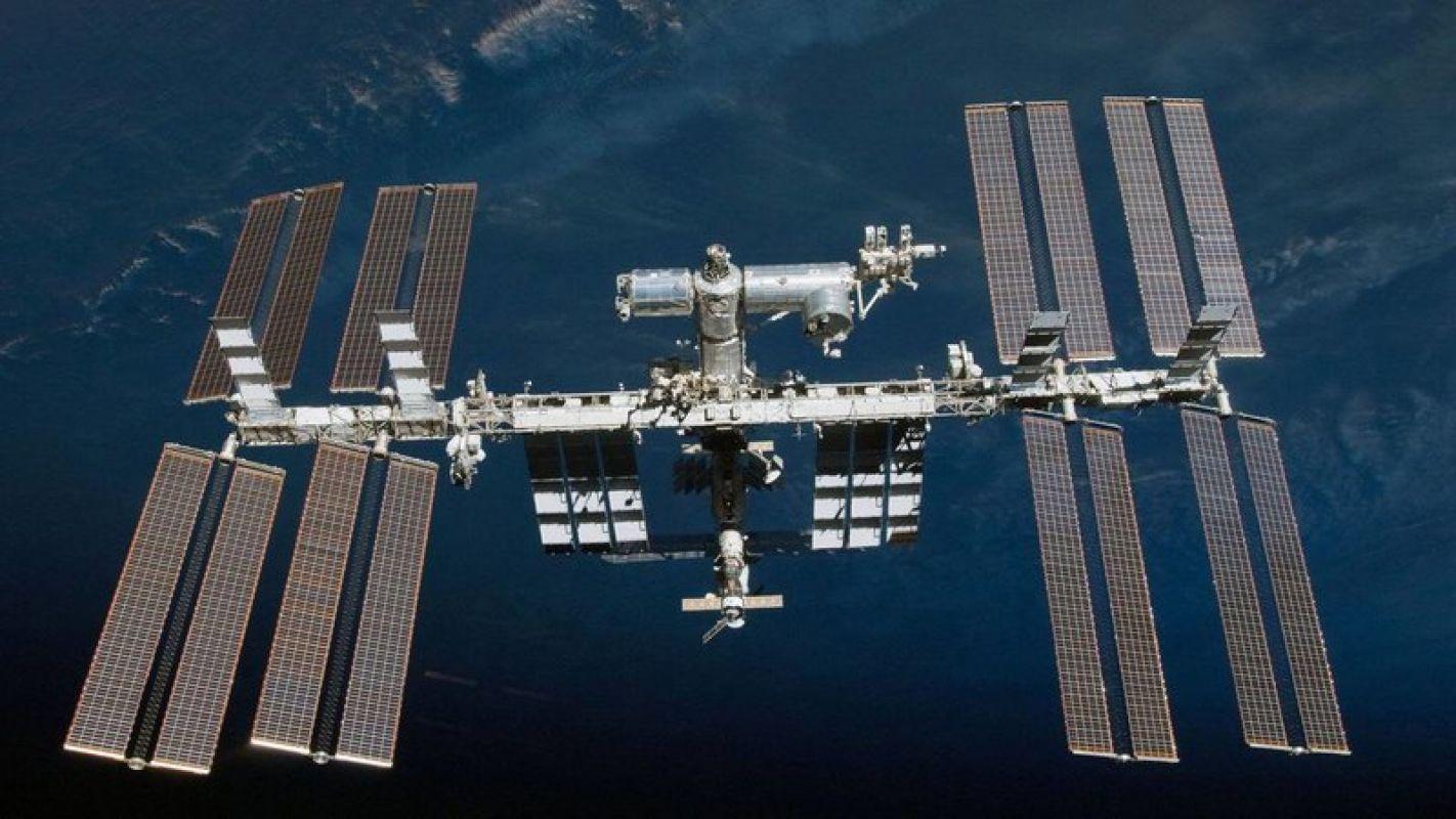 Россия ждет ответов от NASA на заданные вопросы по поводу появления запаха спирта на МКС после состыковки с Dragon-2