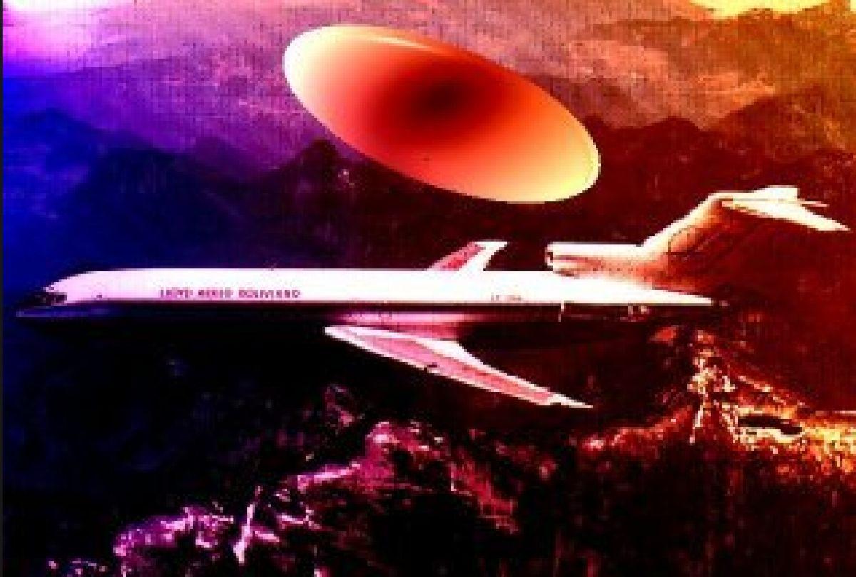 Невероятное видео НЛО, снятое пилотом с окна авиалайнера, появилось в сети