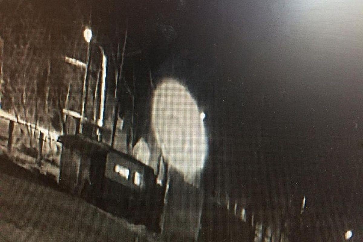 Загадочное видео: Маленький НЛО подлетел впритык к окну гостиницы Санкт-Петербурга