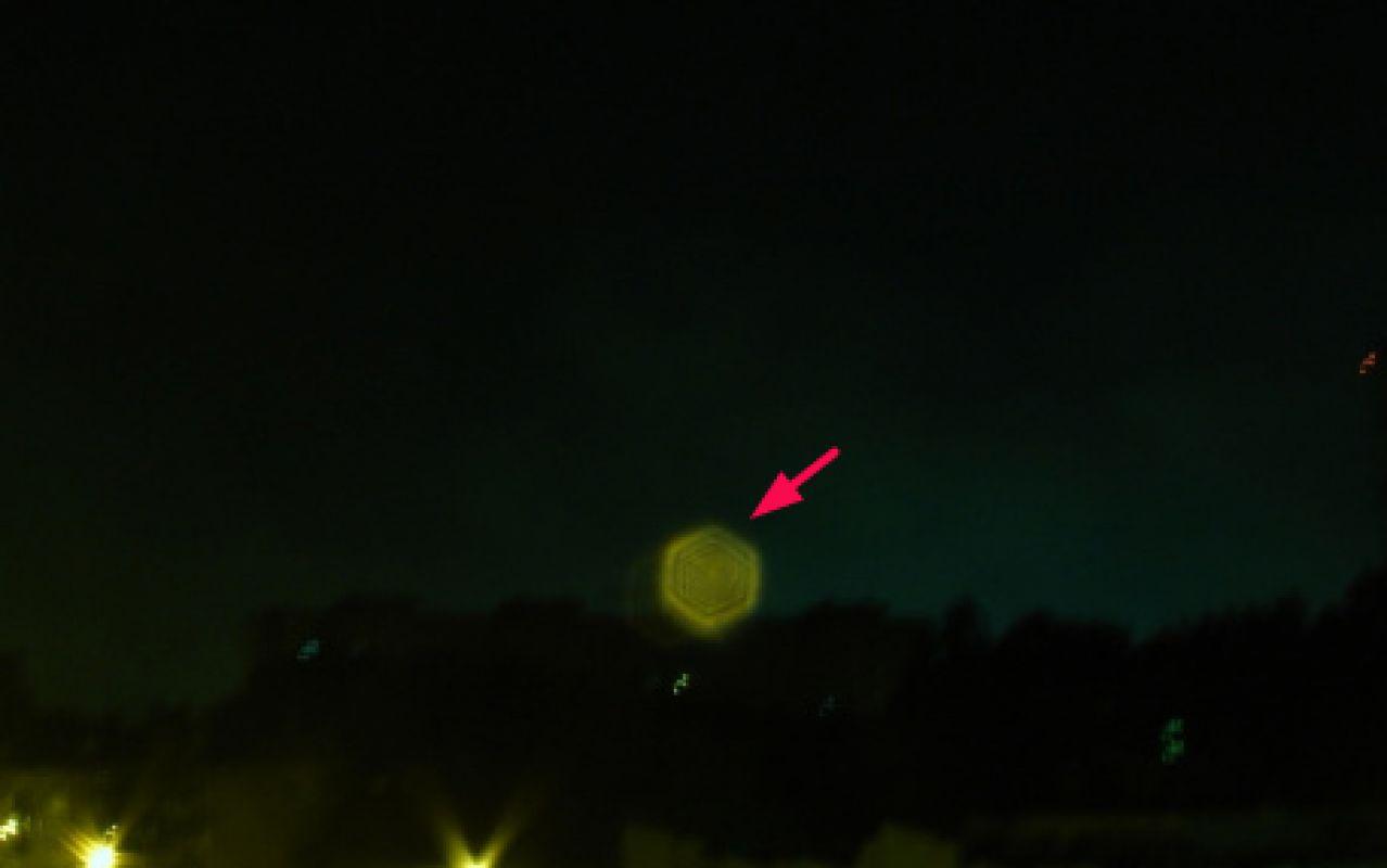 Необычный НЛО был сфотографирован в Йошкар-Оле, когда завис над домами во время грозы