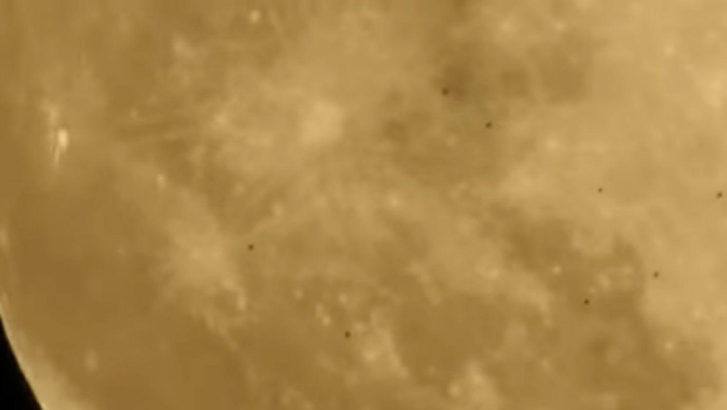 Целая куча НЛО возле Луна попала на видео и поразила интернет