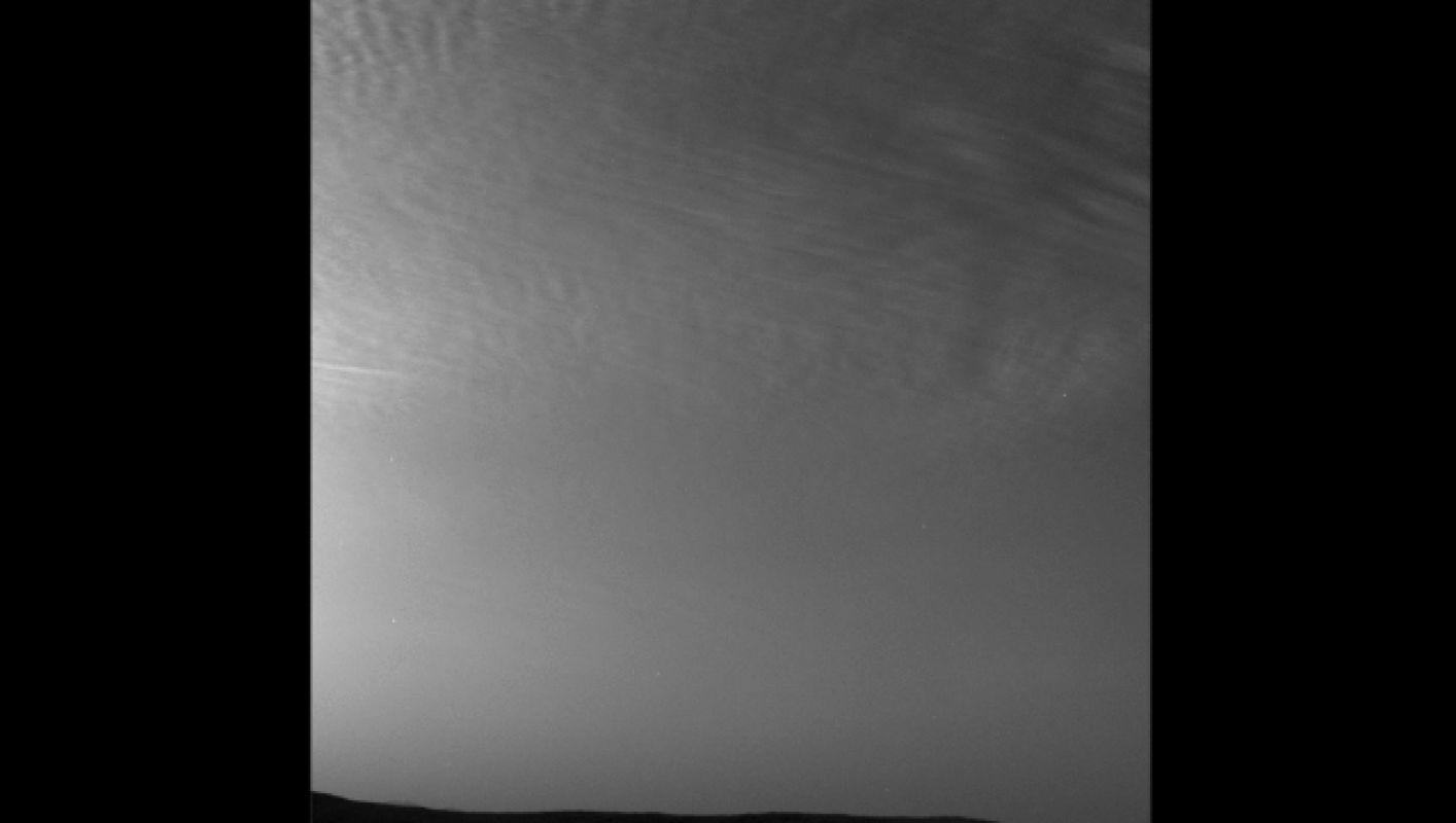 Curiosity запечатлел проплывающие облака на Марсе