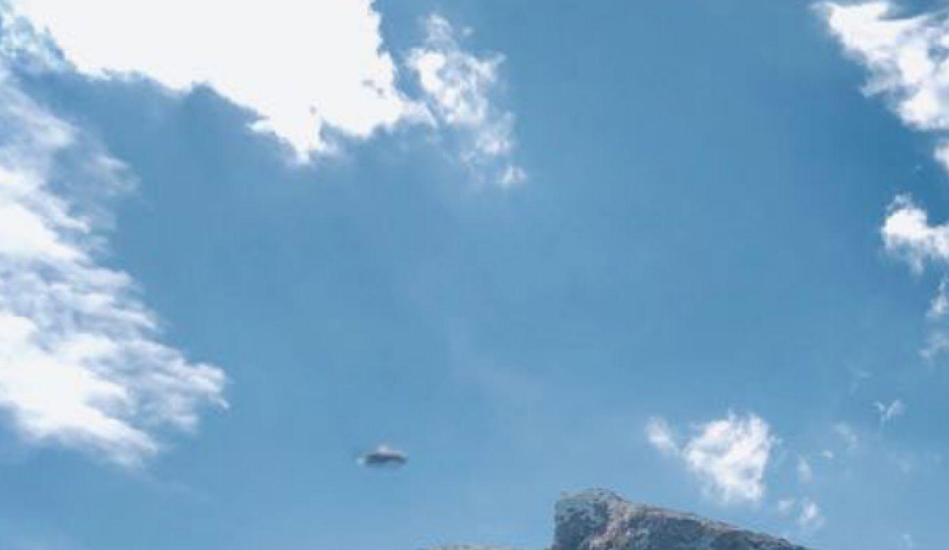 В Красноярске парень заметил НЛО с близости, сделал несколько фотографий и шокировал СМИ чётким и подлинным материалом