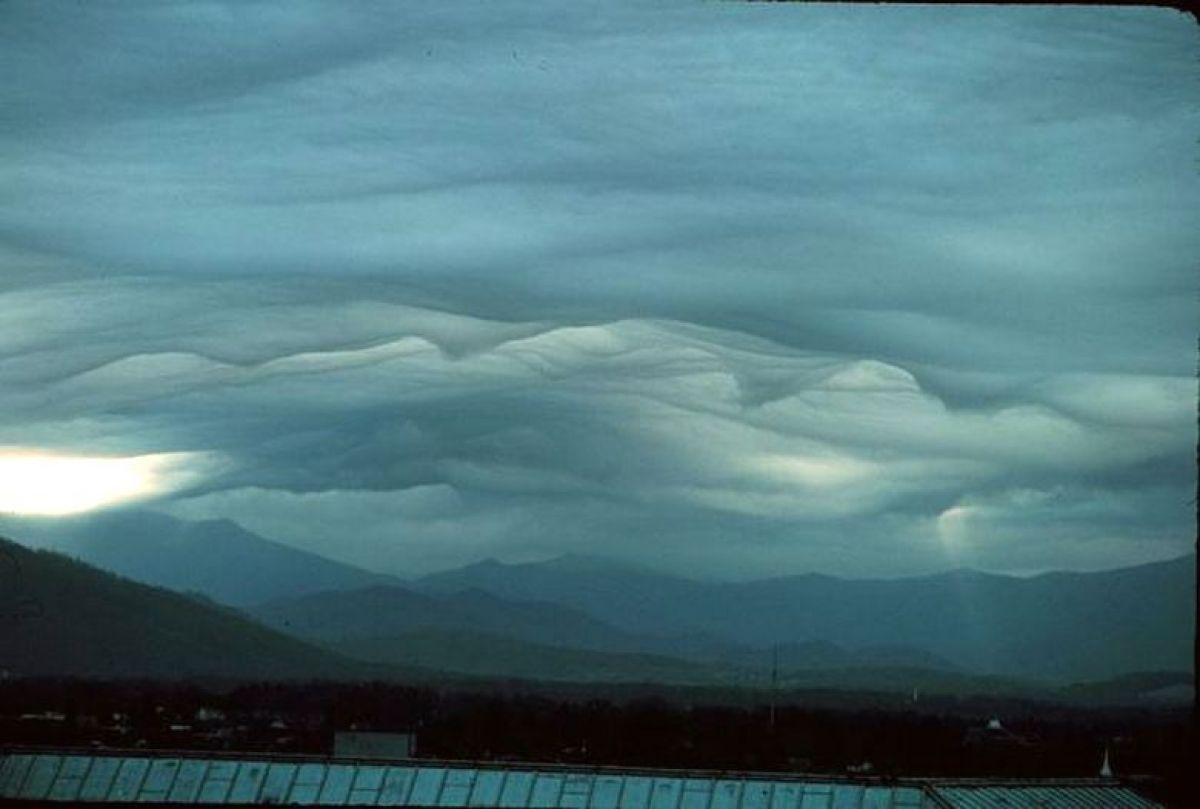Видео с облаками, которые никак не могут объяснить эксперты, появилось в сети и удивило общественность
