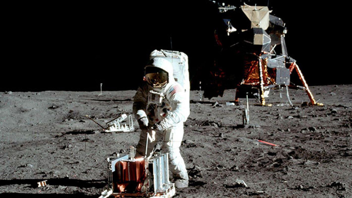 Российский историк привел неоспоримые доказательства того, что американцы были на Луне