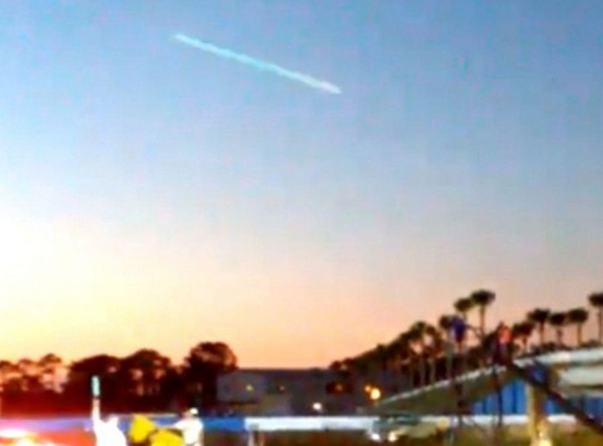 В Швеции во время гонок на видео попал невероятно быстрый НЛО