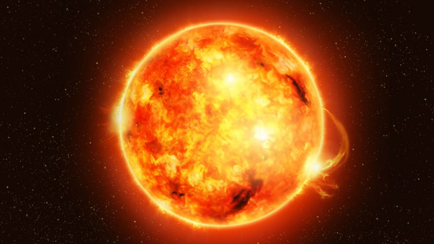 У Солнца опять обнаружен гигантский НЛО, уфолог заговорил о недобром поведении пришельцев