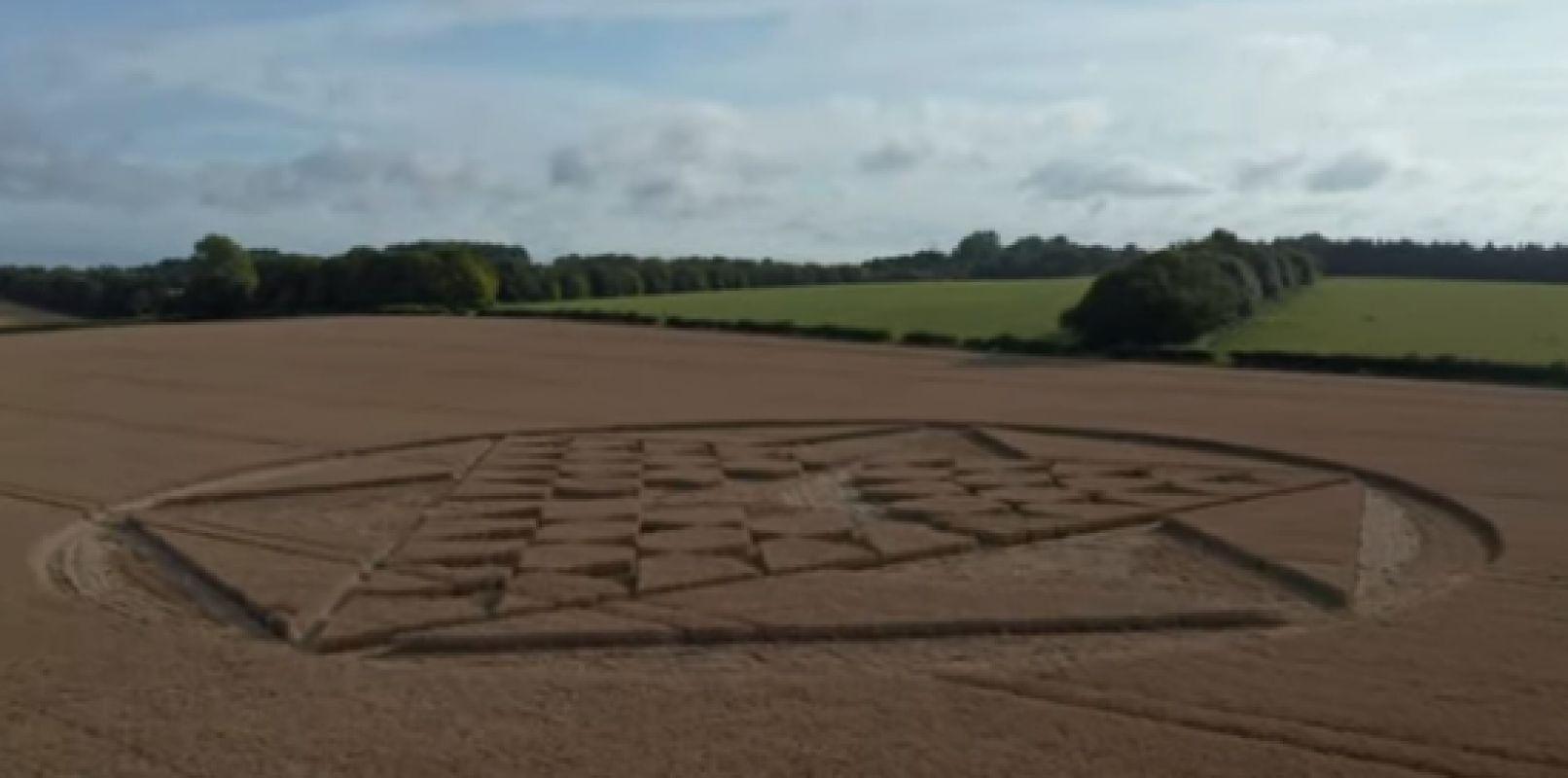 Видеоролик с шедевром на поле в Великобритании очаровал пользователей интернета