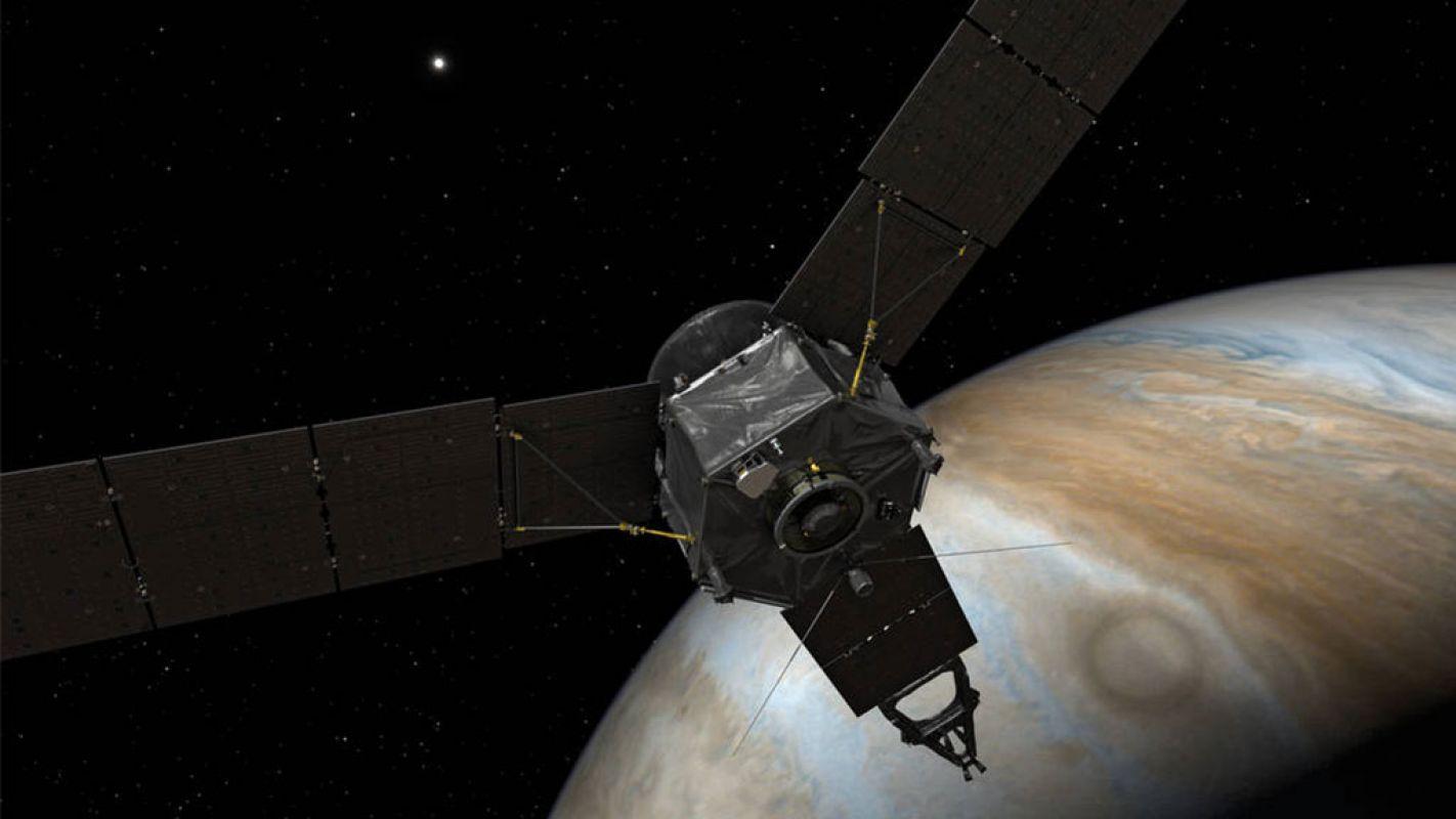 Juno получил новые фотографии Большого красного пятна на Юпитере