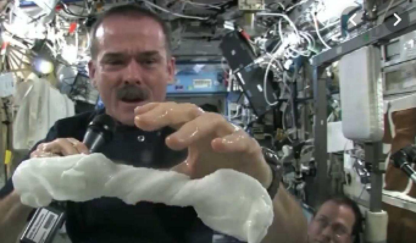 РАН: Космонавты на МКС нуждаются в душе