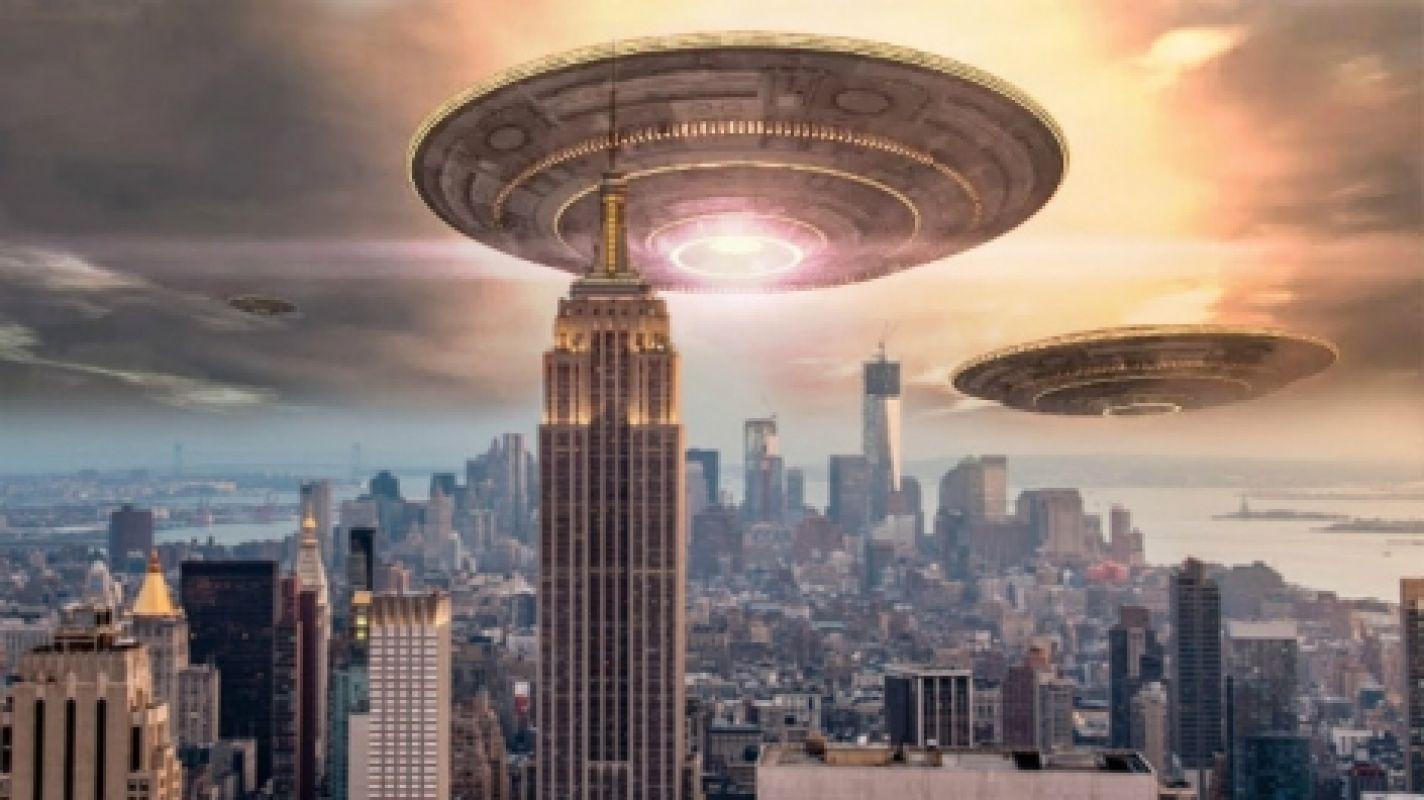 Огромный НЛО, появившийся возле Солнца, шокировал учёных