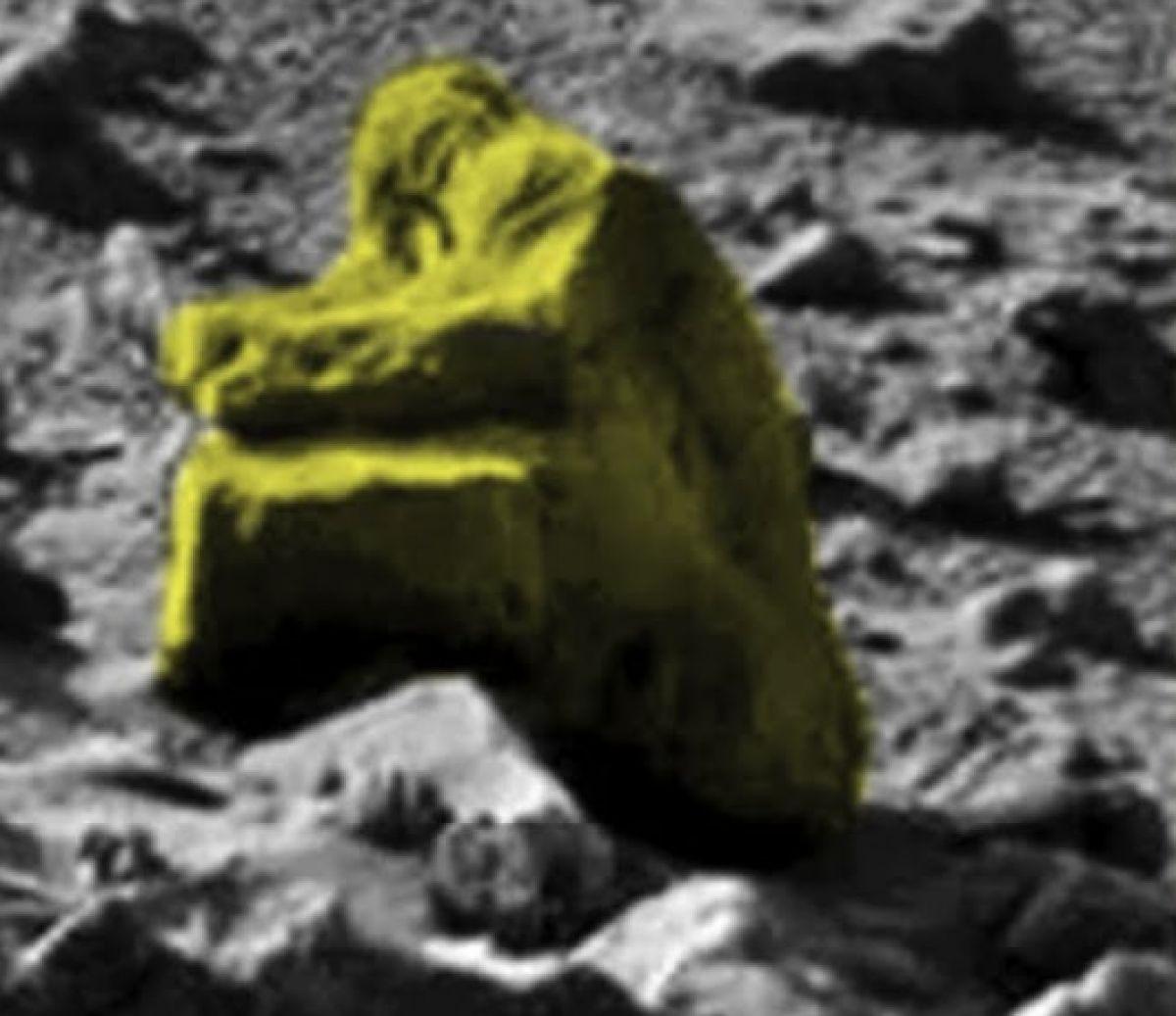Статуя снежного человека на Марсе удивила интернет