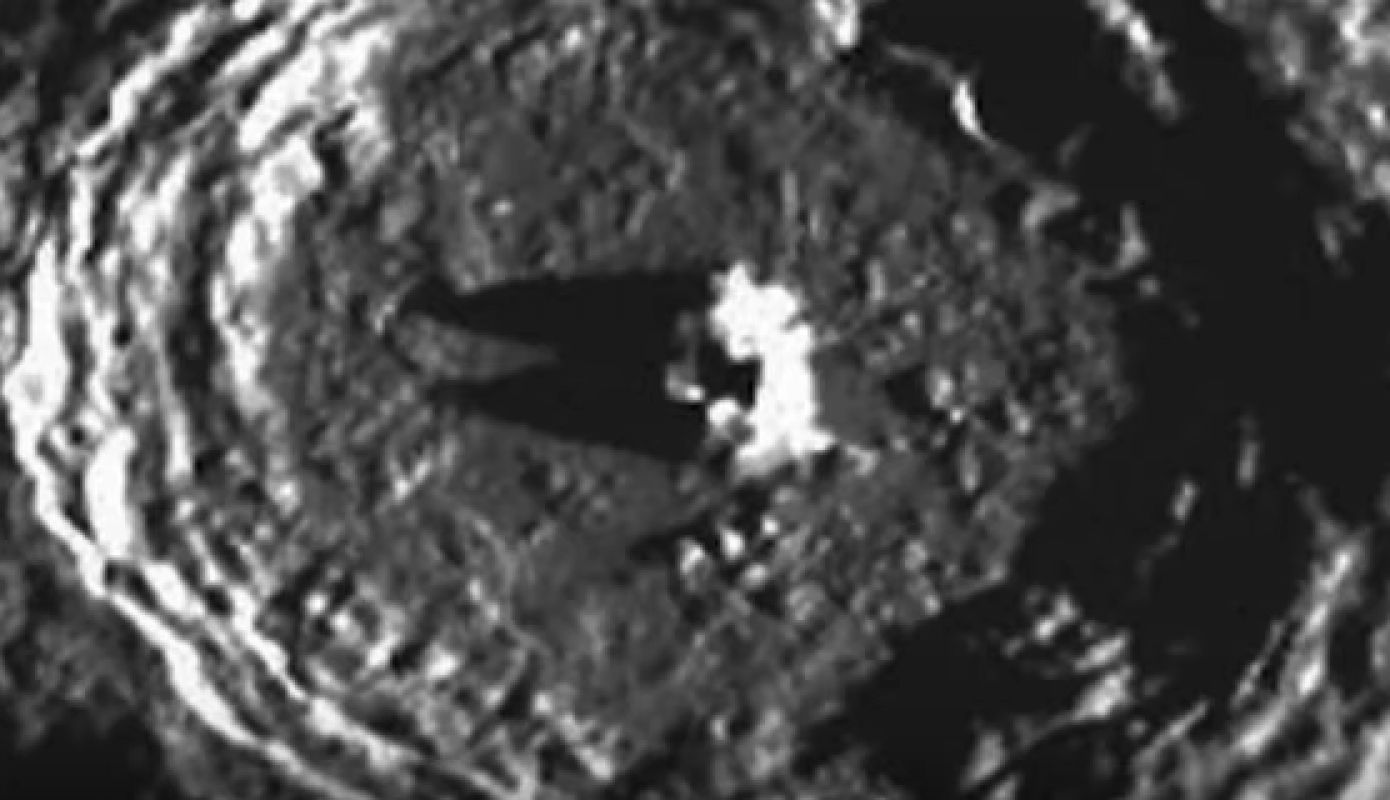 Снимок с «кошачьей мордой» на поверхности Меркурия появился в сети