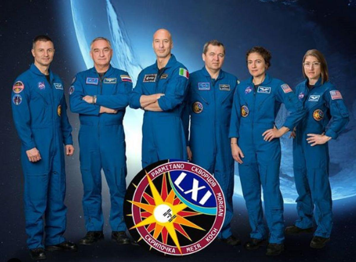 Американские астронавты вышли в открытый космос для замены батарей МКС