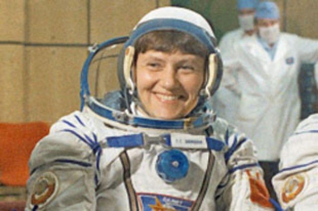 Состоялся первый в истории выход в открытый космос сразу двух женщин