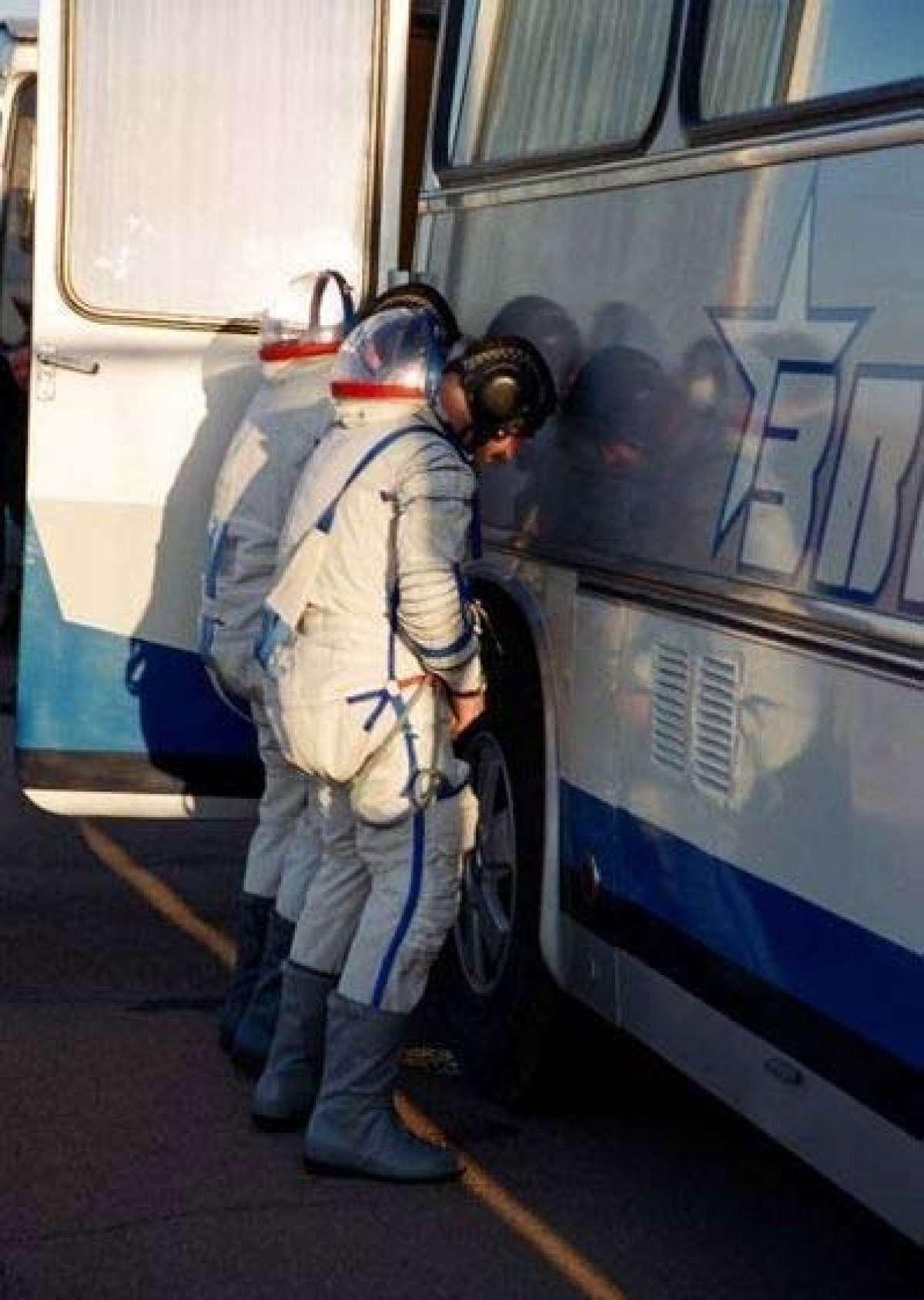 Стояк в автобусе 13 фотография