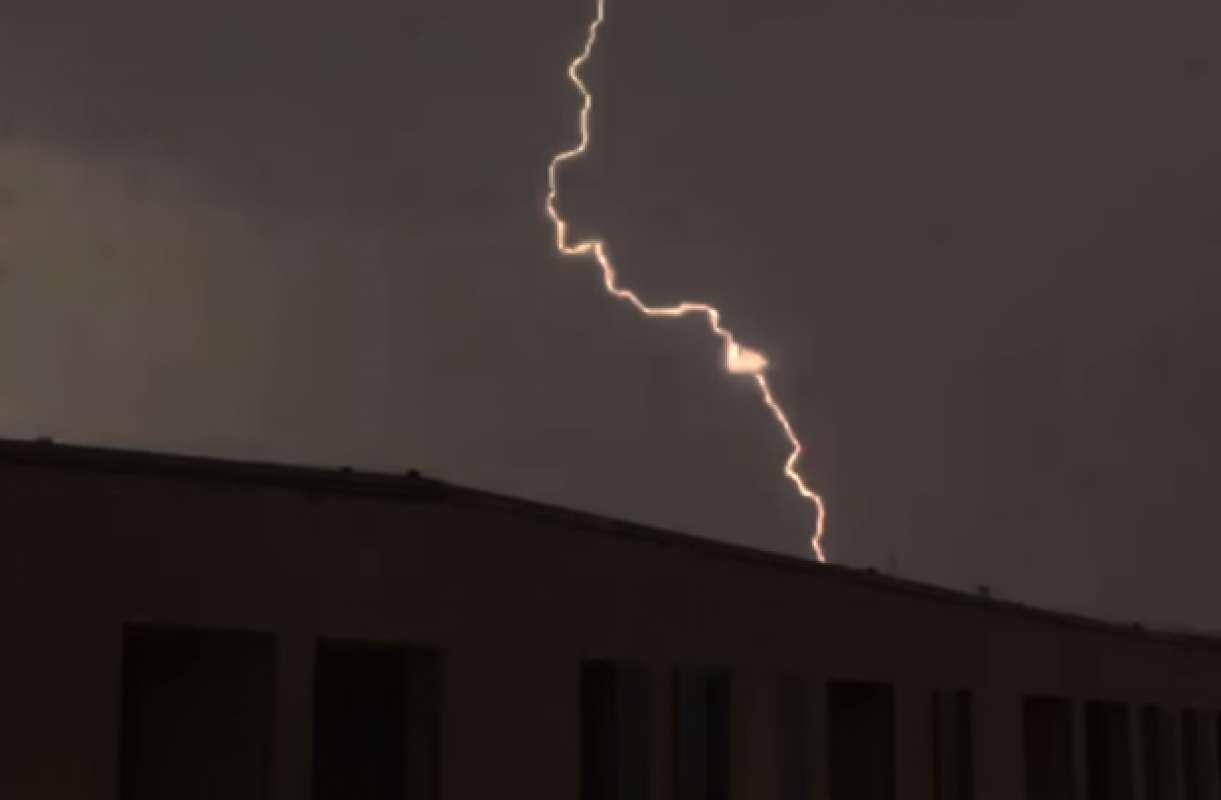 В Хорватии молния воспламенила неопознанный летающий объект