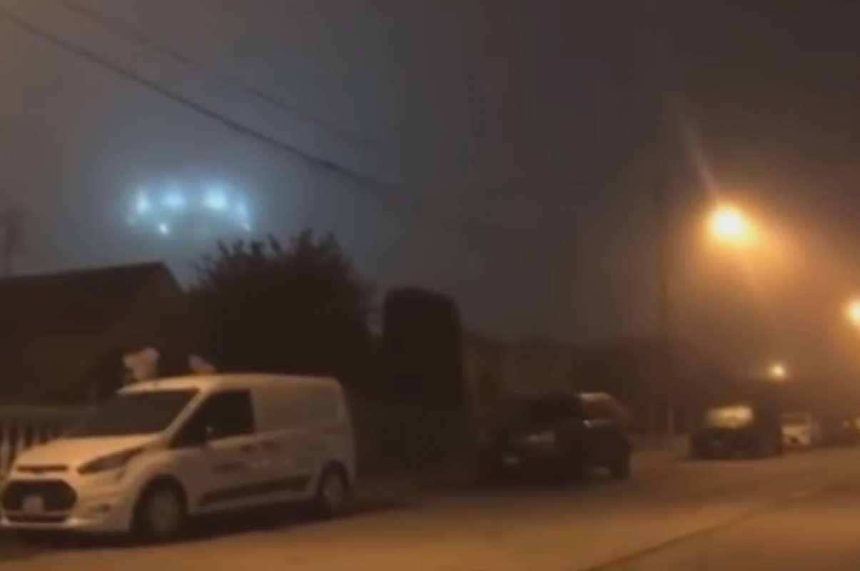 В Калифорнии НЛО завис над крышей частного дома