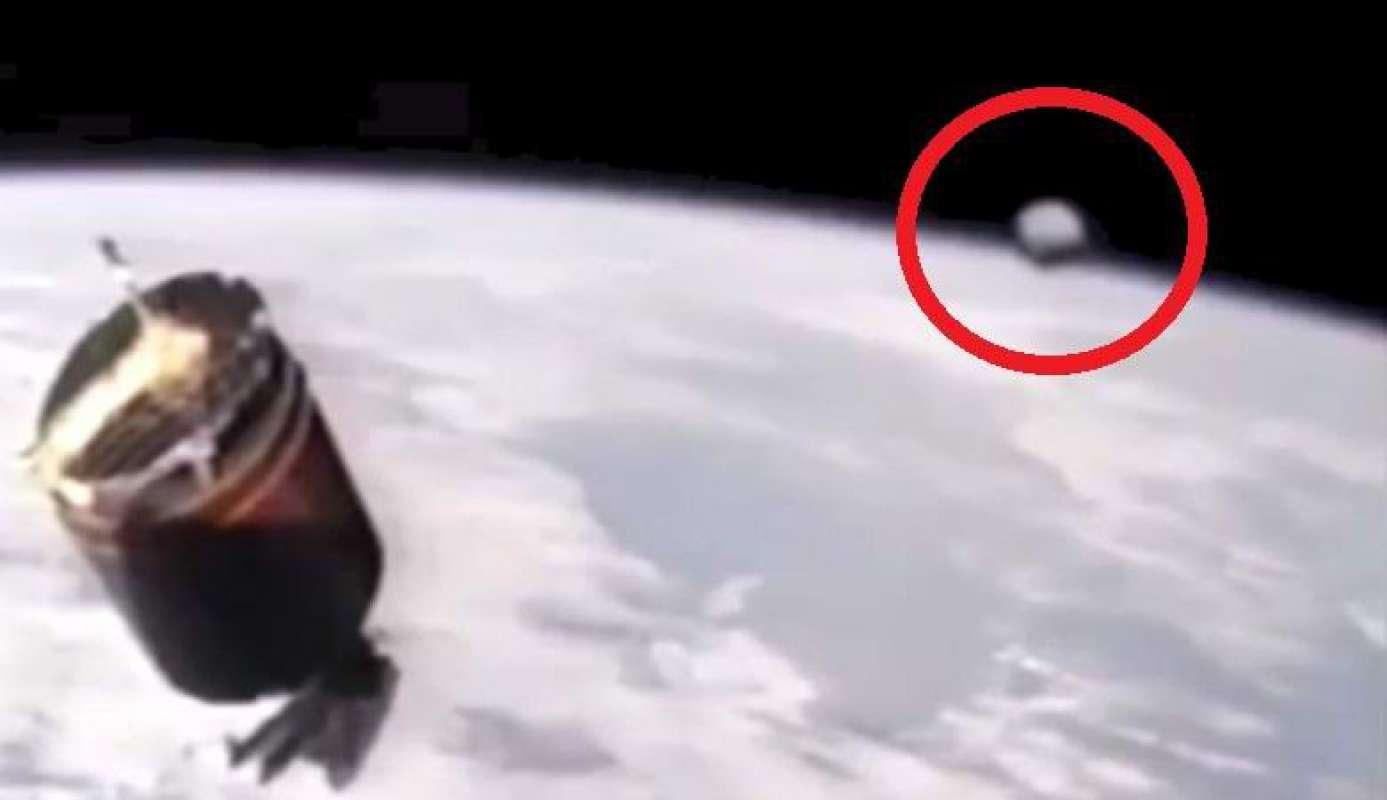Видео девятилетней давности, на котором огромный НЛО пролетает возле МКС, появилось в Сети