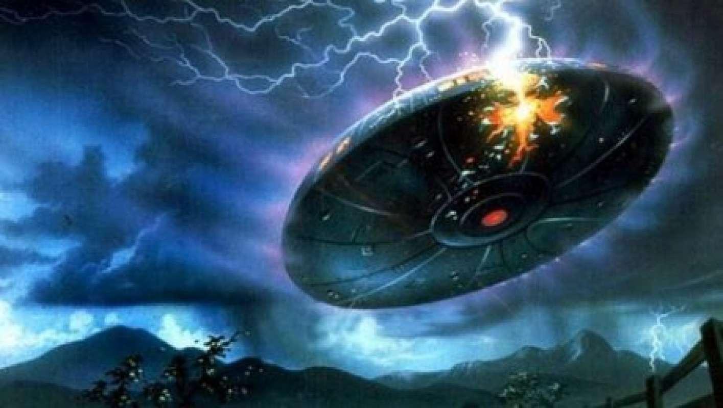 Американец случайно заснял, как НЛО появился возле молнии, исследователи изучают удивительное видео
