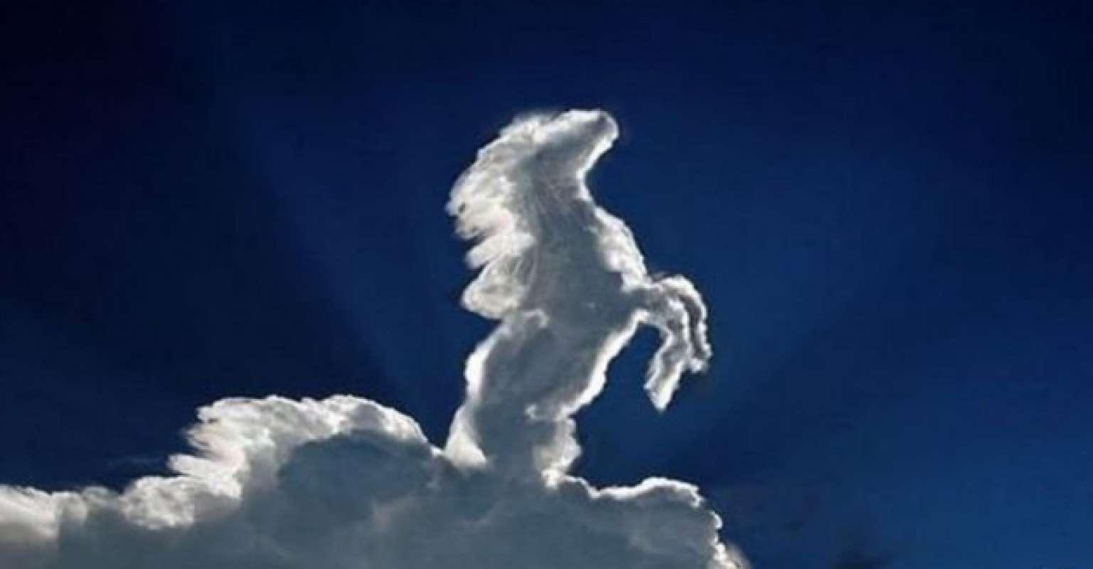 В Англии увидели странное облако и никто не понимает, как оно могло образоваться