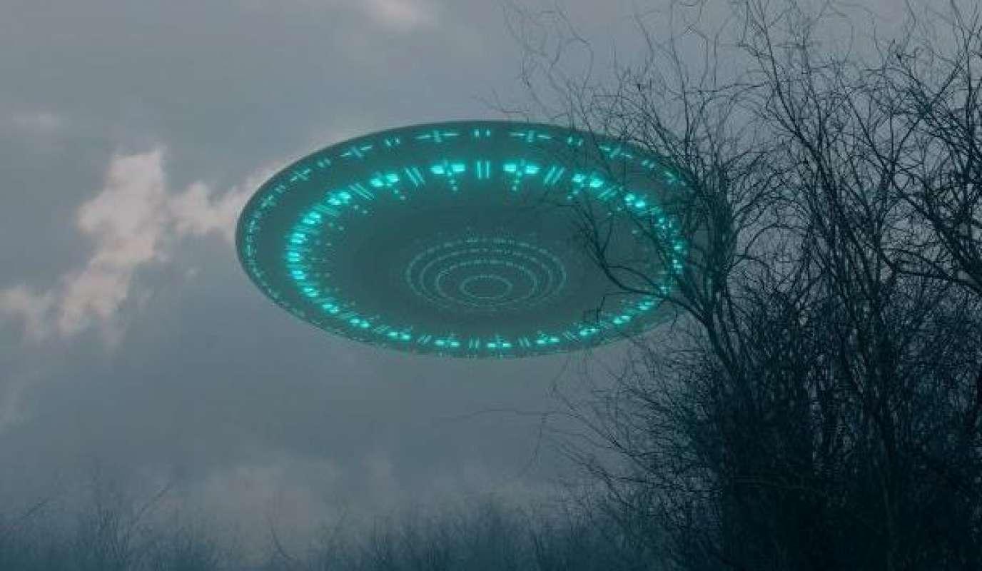 Житель Нью-Йорка снял удивительное видео с НЛО и показал его в Сети