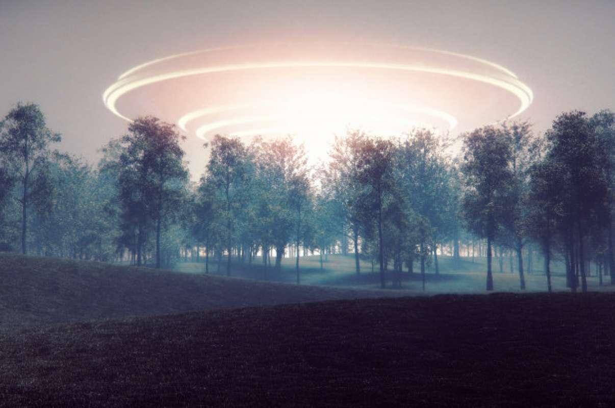Во Владивостоке пришельцы дали о себе знать, попали на видео и ошеломили Сеть