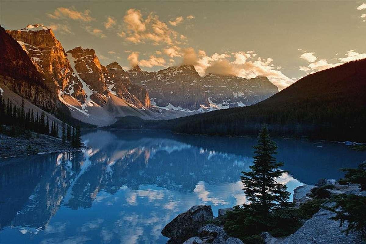 НЛО упал в канадское озеро Виннипег, в Сеть утекло видео происшествия