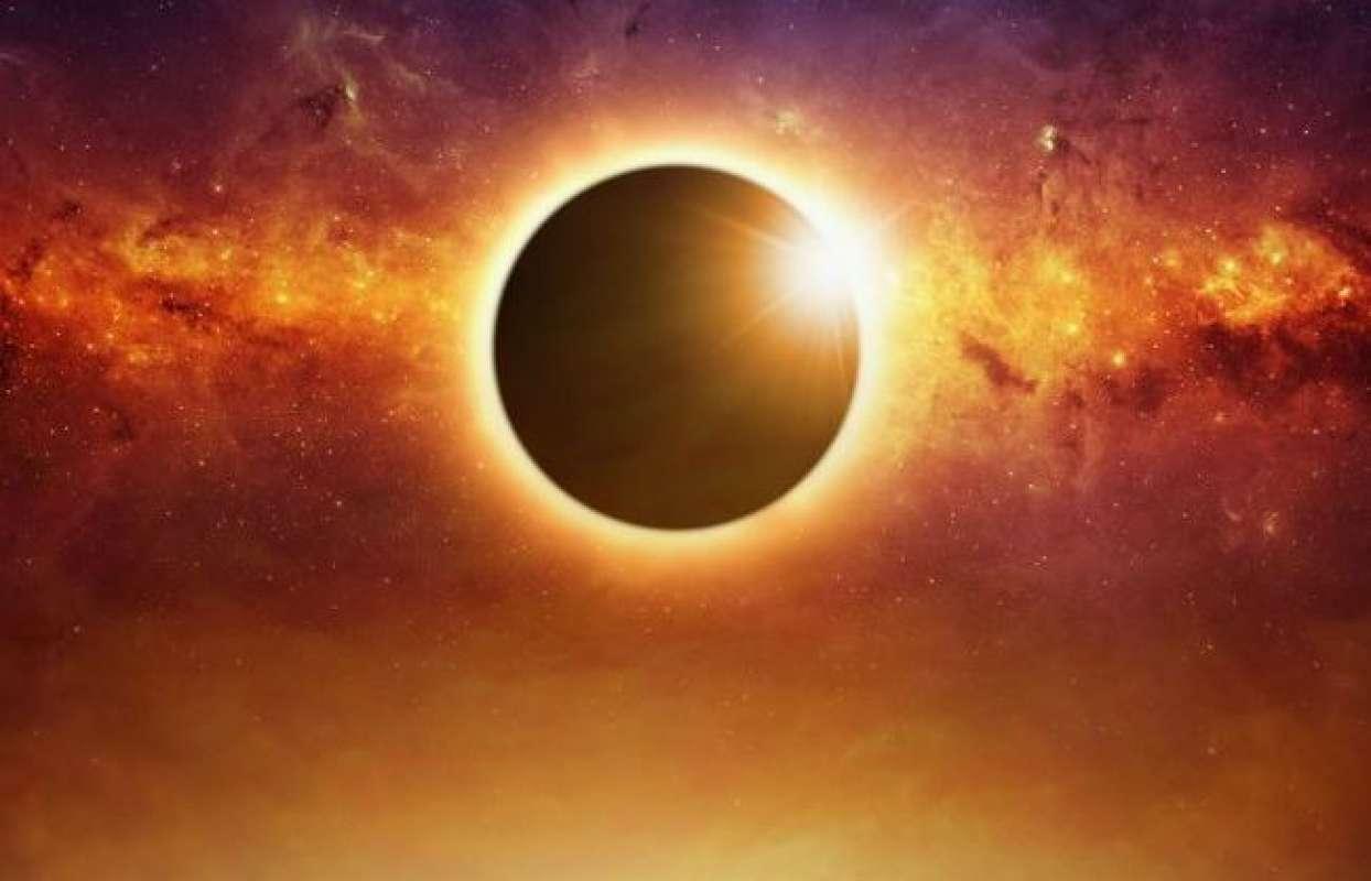 Светящийся небесный диск гигантских размеров сняли на видео в Колумбии