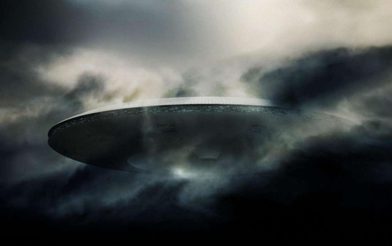 НЛО в штате Мэн: Черные объекты в небе и жуткие тучи испугали американца