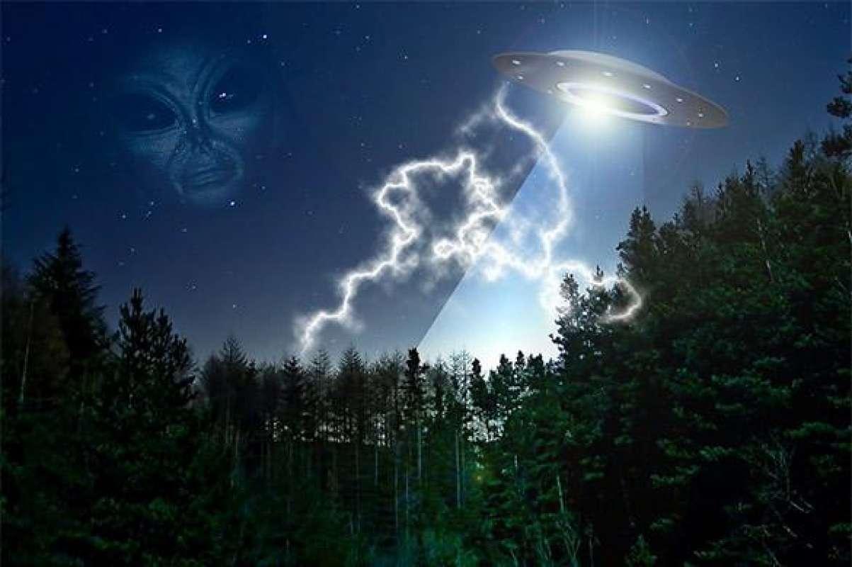 В США была зафиксирована невиданная активность НЛО, в Сети появилось видео