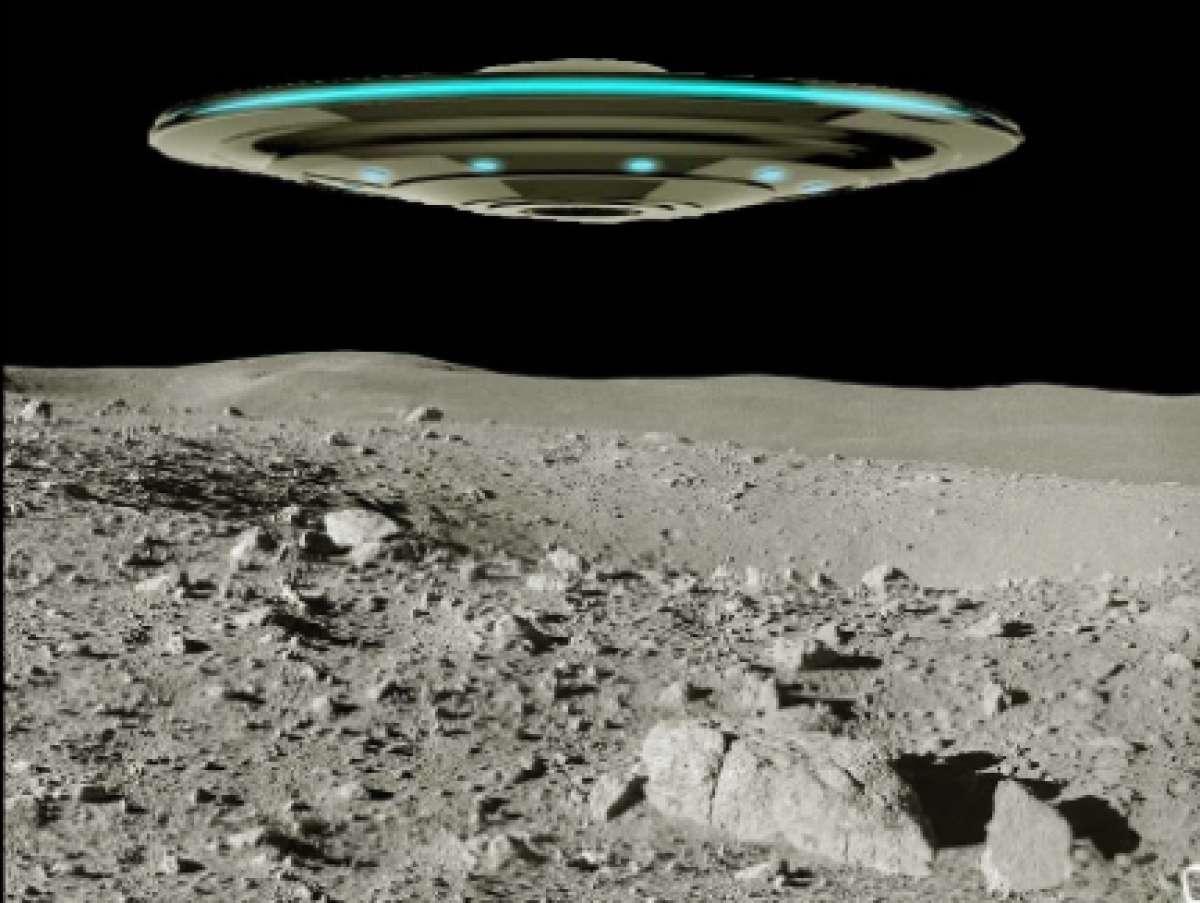 Пришельцы на Луне? Сразу два НЛО странной формы, поразившие исследователей скоростью, попали на видео, появившееся в интернете