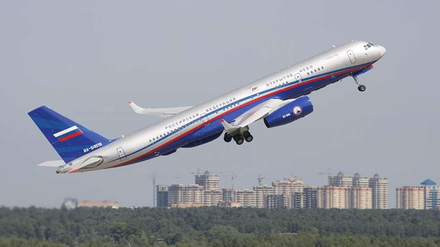 Экипаж в шоке: В Екатеринбурге возле аэропорта Кольцово появился НЛО