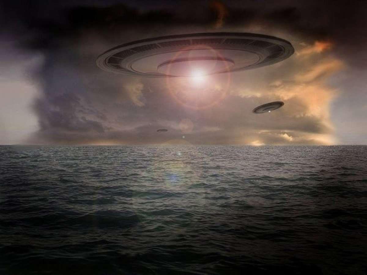 Невероятная, но попавшая на видео картина: В США гигантский НЛО завис прямо над озером и ошеломил интернет