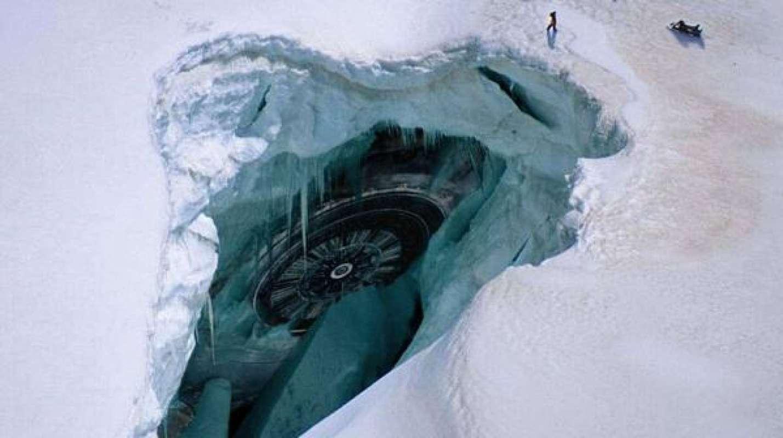 Уфологи уверены, что в Антарктиде разбился НЛО, а пришельцы ждут помощи, есть фото