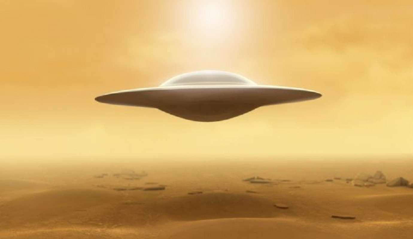 Скотт Уоринг показал фото НЛО, упавшего на Марсе, удивив интернет