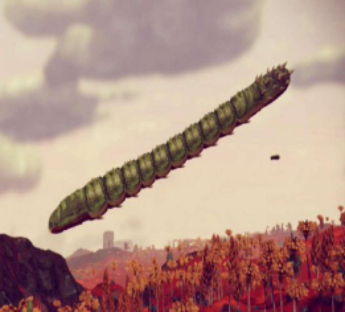 Видео со странным «червём» в небе показал житель Аризоны
