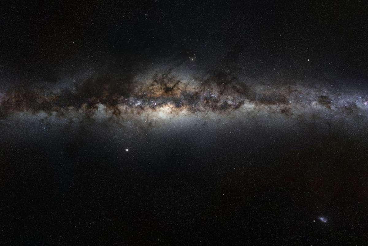 Британский физик: Темная материя просачивается в нашу Вселенную из другого измерения