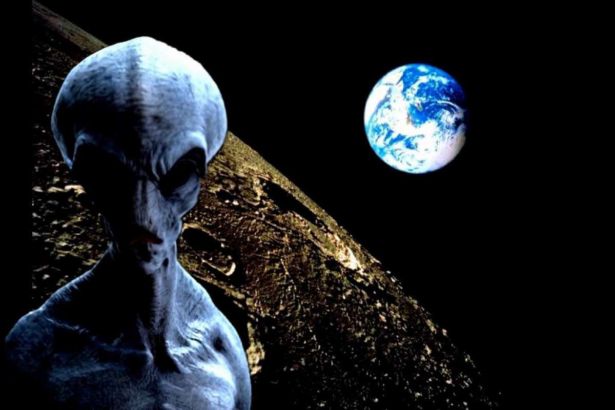 Пришельцы возле Луны? Эксперт объяснил появление НЛО, снятого в Белоруссии
