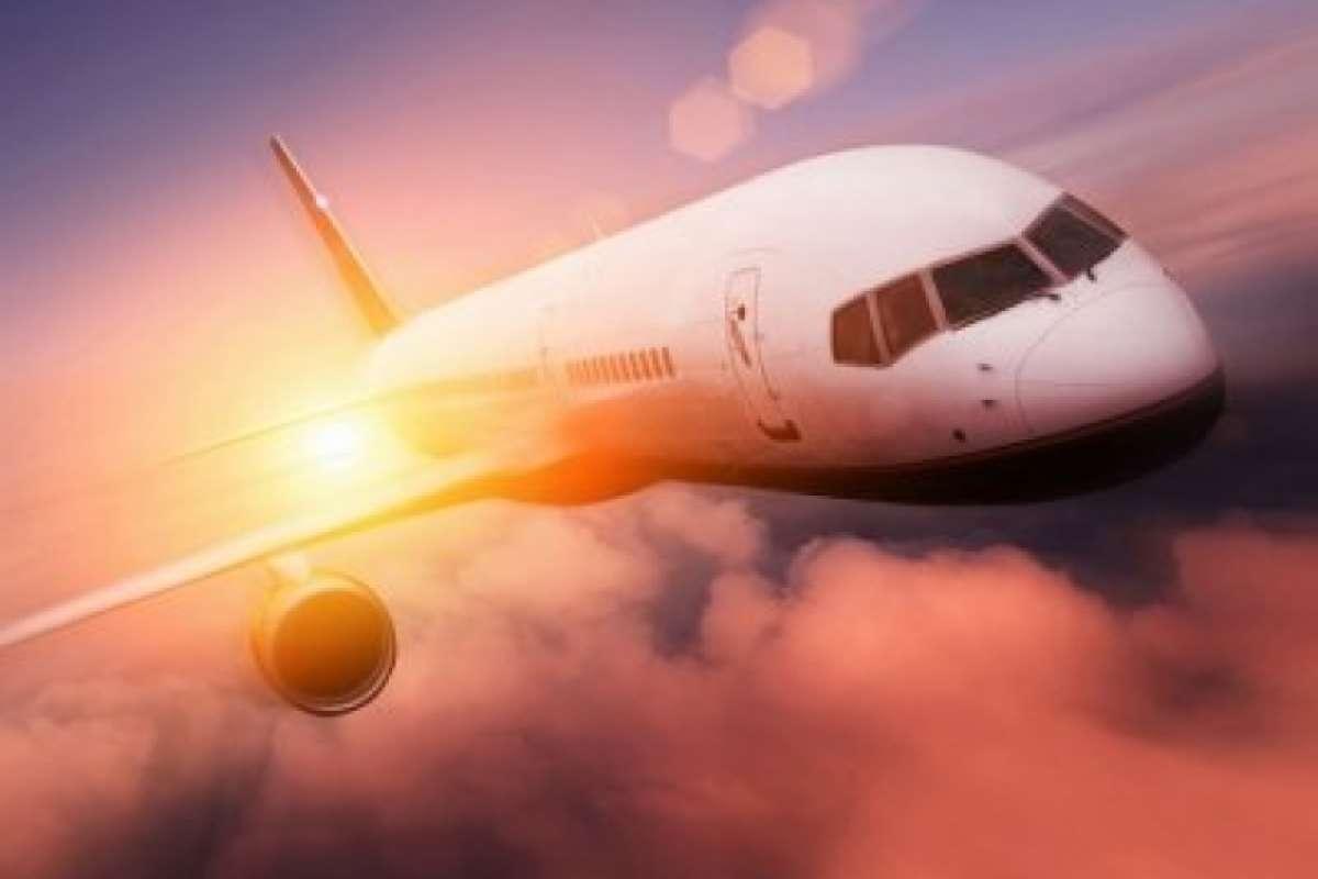 Видео НЛО возле самолёта появилось в сети