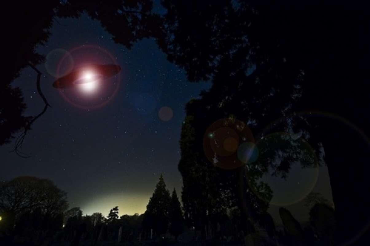 Светящийся НЛО, который напугал жителей Челябинска, попал на видео и заинтересовал исследователей