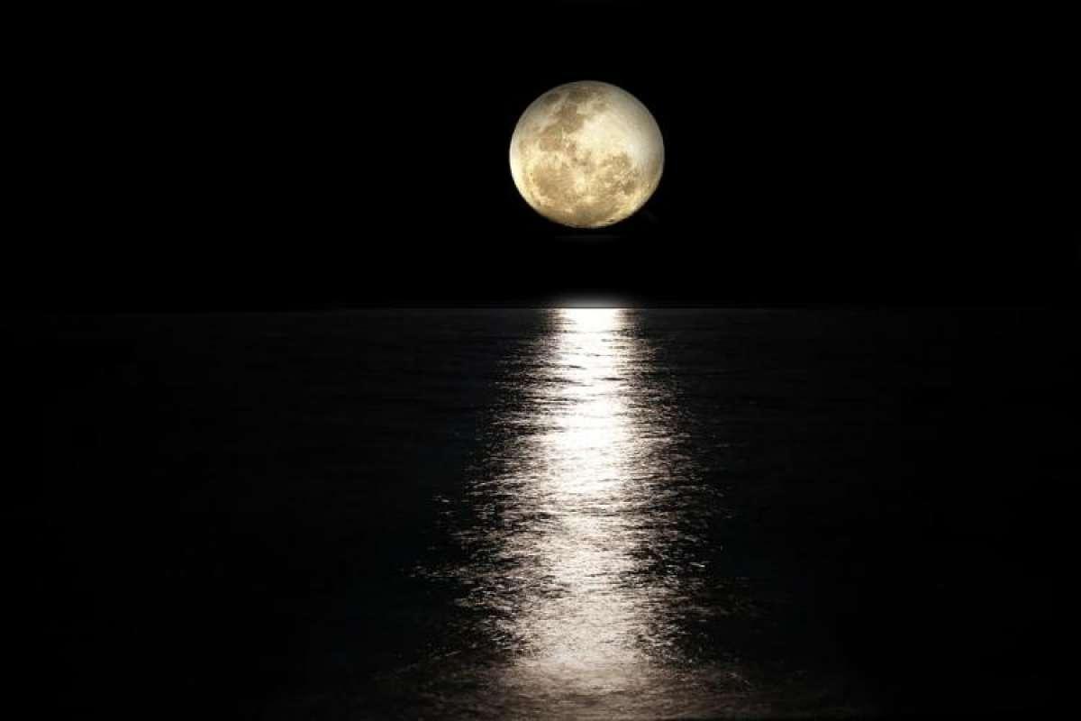 Уфологи считают, что пришельцы «починили» Луну после солнечного затмения