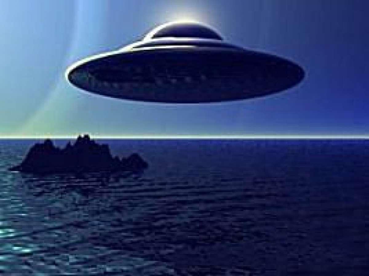 Над деревней под Пензой появился предполагаемый космический корабль гуманоидов, который успели сфотографировать рыбаки